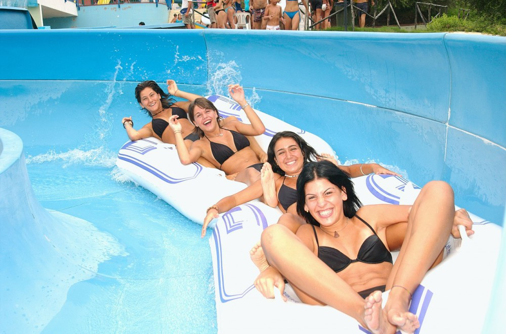 BLUFAN - THRILLS AT THE WATER-PARK